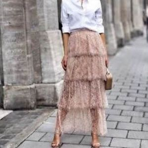 Zara Trafluc Tiered lace skirt. Sz Small